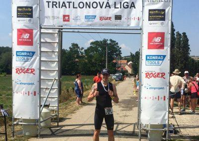 Příval emocí v cíli prvního triatlonu